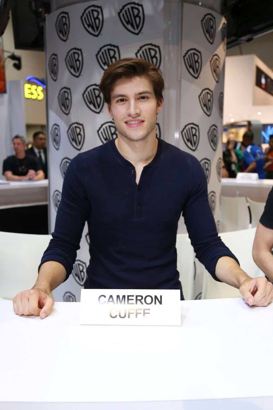 KRYPTON star Cameron Cuffe drops by the Warner Bros. booth at Comic-Con 2017 on Saturday, July 22. #WBSDCC (© 2017 WBEI. All Rights Reserved)