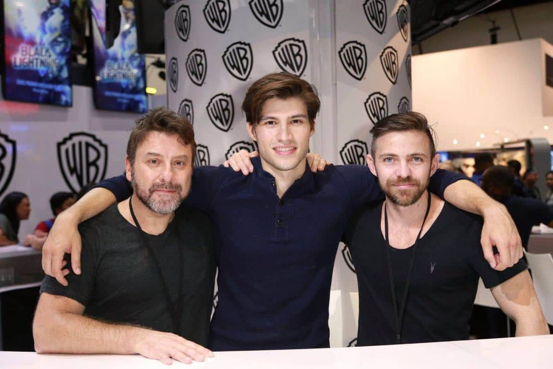 Executive producer Damian Kindler (left), KRYPTON star Cameron Cuffe, and executive producer Cameron Welsh (right) forge an alliance at the Warner Bros. booth at Comic-Con 2017 on Saturday, July 22. #WBSDCC (© 2017 WBEI. All Rights Reserved)