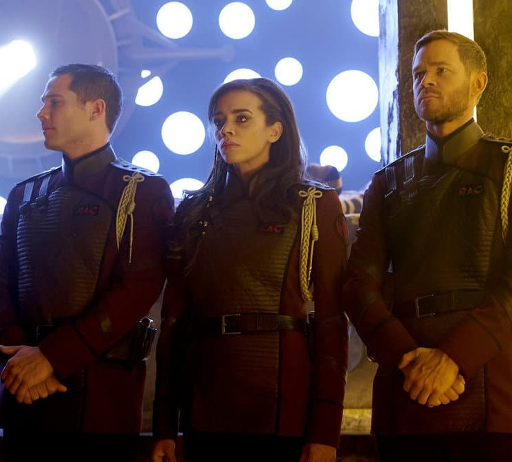 "KILLJOYS -- ""Necropolis Now"" Episode 306 -- Pictured: (l-r) Luke Macfarlane as D'Avin, Hannah John-Kamen as Dutch, Aaron Ashmore as John -- (Photo by: Steve Wilkie/Killjoys III Productions Limited/Syfy)"