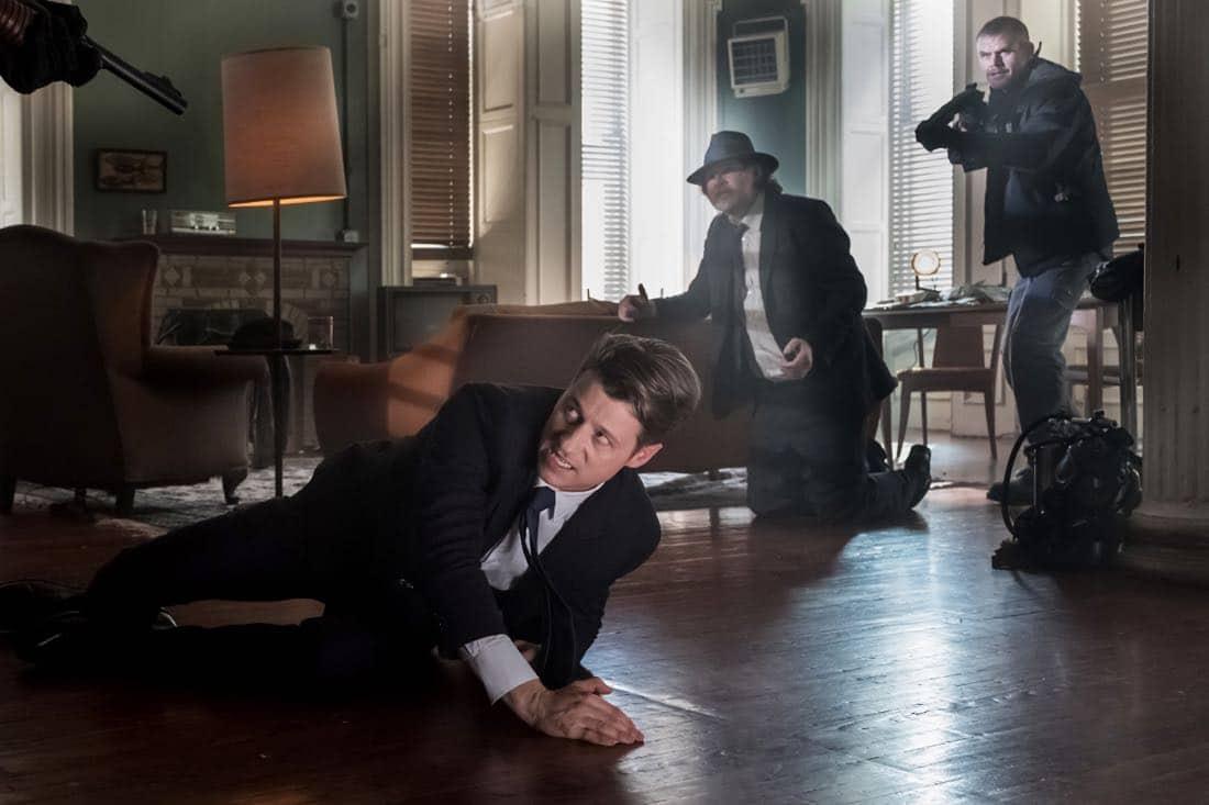 "GOTHAM: Ben McKenzie (L) and Donal Logue (C) in the ""Pax Penguina"" season premiere episode of GOTHAM airing Thursday, Sept. 21 (8:00-9:01 PM ET/PT) on FOX. ©2017 Fox Broadcasting Co. Cr: Jeff Neumann/FOX."
