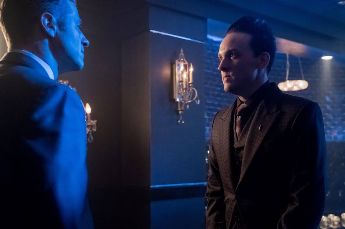 """GOTHAM: L-R: Ben McKenzie and Robin Lord Taylor in the """"Pax Penguina"""" season premiere episode of GOTHAM airing Thursday, Sept. 21 (8:00-9:01 PM ET/PT) on FOX. ©2017 Fox Broadcasting Co. Cr: Jeff Neumann/FOX."""