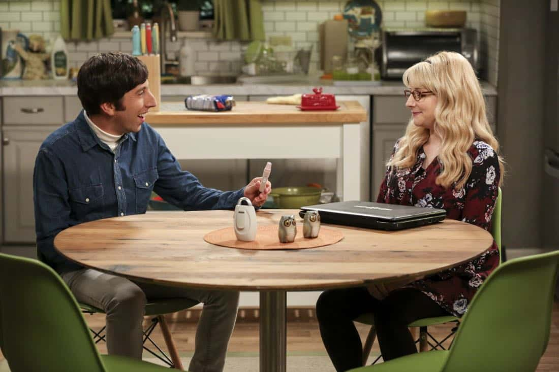 """The Proposal Proposal"" - Pictured: Howard Wolowitz (Simon Helberg) and Bernadette (Melissa Rauch). Amy gives Sheldon an answer to his proposal while Howard and Bernadette struggle with some unexpected news, on the 11th season premiere of THE BIG BANG THEORY, Monday, Sept. 25 (8:00-8:30 PM, ET/PT) on the CBS Television Network. Laurie Metcalf returns as Sheldon--С™Р""--ћР""Т's mother, Mary; Riki Lindhome returns as Ramona; and Stephen Hawking returns as himself. Photo: Michael Yarish/Warner Bros. Entertainment Inc. Р'В¬Р'В© 2017 WBEI. All rights reserved."