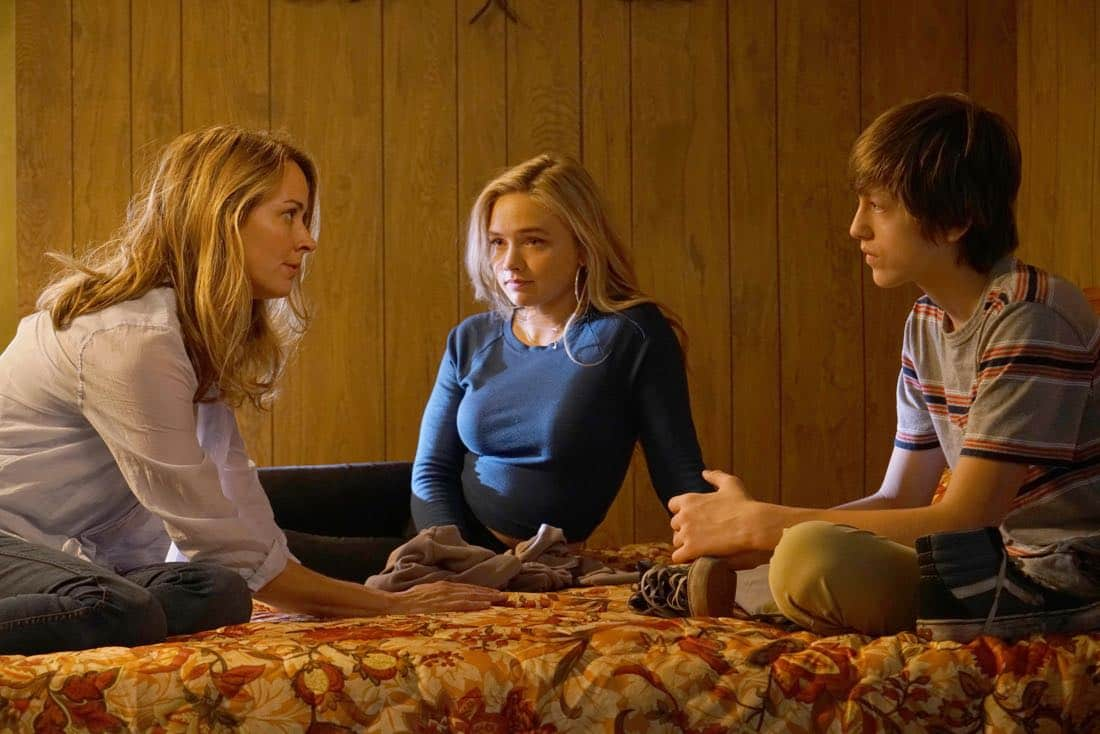THE GIFTED: L-R: Amy Acker, Natalie Alyn Lind and Percy Hynes White in THE GIFTED premiering premiering Monday, Oct. 2 (9:00-10:00 PM ET/PT) on FOX. ©2017 Fox Broadcasting Co. Cr: Ryan Green/FOX