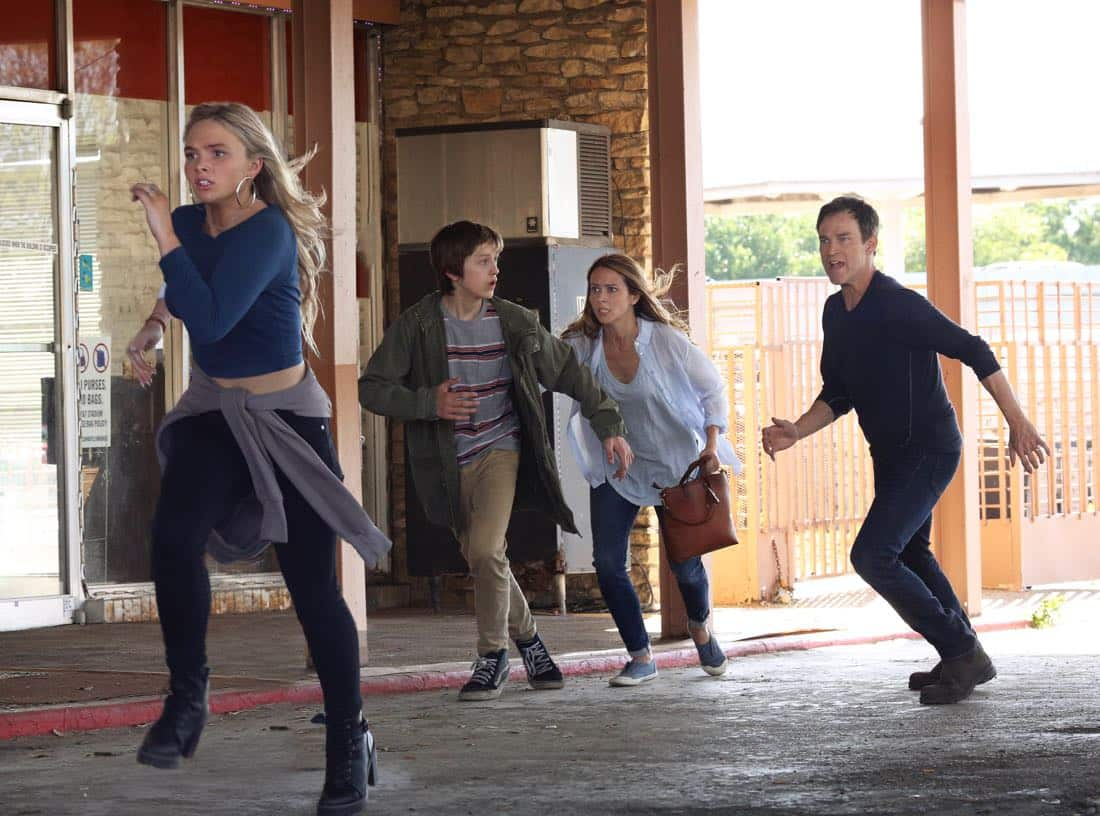 THE GIFTED: L-R: Natalie Alyn Lind, Percy Hynes White, Amy Acker and Stephen Moyer in THE GIFTED premiering this fall on FOX. ©2017 Fox Broadcasting Co. Cr: Ryan Green/FOX