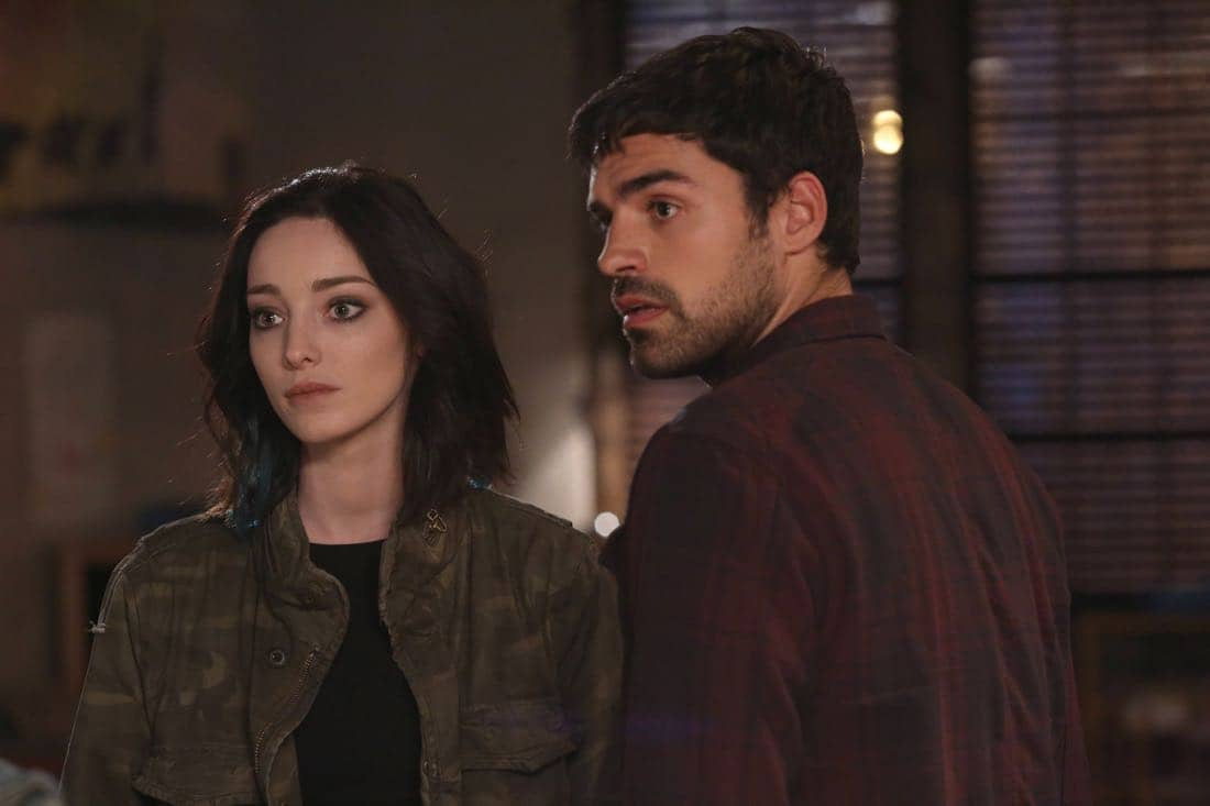 THE GIFTED: L-R: Emma Dumont and Sean Teale in THE GIFTED premiering premiering Monday, Oct. 2 (9:00-10:00 PM ET/PT) on FOX. ©2017 Fox Broadcasting Co. Cr: Ryan Green/FOX