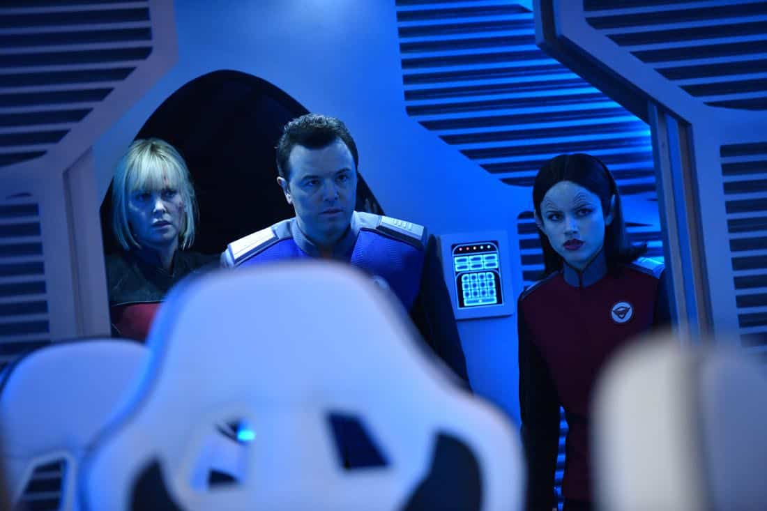 "THE ORVILLE:  L-R:  Guest star Charlize Theron, Seth MacFarlane and Halston Sage in the ""Pria"" episode of THE ORVILLE airing Thursday, Oct. 5 (9:01-10:00 PM ET/PT) on FOX. ©2017 Fox Broadcasting Co. Cr:  Michael Becker/FOX"