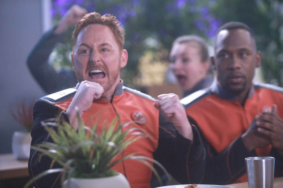 """THE ORVILLE:  L-R:  Scott Grimes and J Lee in the """"Command Performance"""" episode of THE ORVILLE, the second part of the two-night special series premiere airing Sunday, Sept. 17 (8:00-9:00 PM ET LIVE to all Time Zones), immediately following the NFL Doubleheader on FOX. ©2017 Fox Broadcasting Co. Cr:  Jordin Althaus/FOX"""