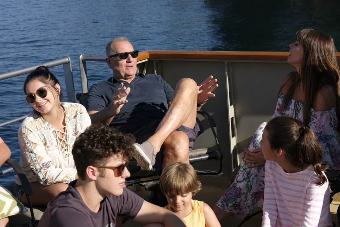 """MODERN FAMILY - """"Lake Life"""" - In the season premiere, Jay forces the family to take their family vacation on a houseboat on a lake in an effort to create memories that will last long after he's gone. Meanwhile, Mitchell runs into an old flame that opens some old wounds; Cam has to stay out of the sun at all costs; Phil and Claire try out some adventureous excursions; and the kids' quest for a good time may not be as fun as they expected. """"Modern Family"""" premieres WEDNESDAY, SEPTEMBER 27 (9:00-9:31 p.m. EDT), on The ABC Television Network. (ABC/David Moir)"""