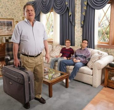 """THE GOLDBERGS - """"Weird Science"""" - Beverly and Murray move Erica into college where her roommate is also named Erica. Later, Beverly has a hard time letting go and ends up sleeping over in the dorm, much to Erica's dismay. Meanwhile, Adam tries to give Barry the perfect girlfriend, even trying to build one like in the movie """"Weird Science,"""" as he embarks into his senior year, on the season premiere of """"The Goldbergs,"""" WEDNESDAY, SEPTEMBER 27 (8:00-8:30 p.m. EDT), on The ABC Television Network. (ABC/Greg Gayne)"""
