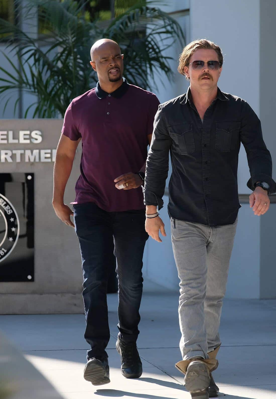 """LETHAL WEAPON: Pictured L-R: Damon Wayans and Clayne Crawford in the """"El Gringo Loco"""" Season Two premiere episode of LETHAL WEAPON airing Tuesday, Sept. 26 (8:00-9:00 PM ET/PT) on FOX. ©2017 Fox Broadcasting Co. CR: Darren Michaels/FOX"""