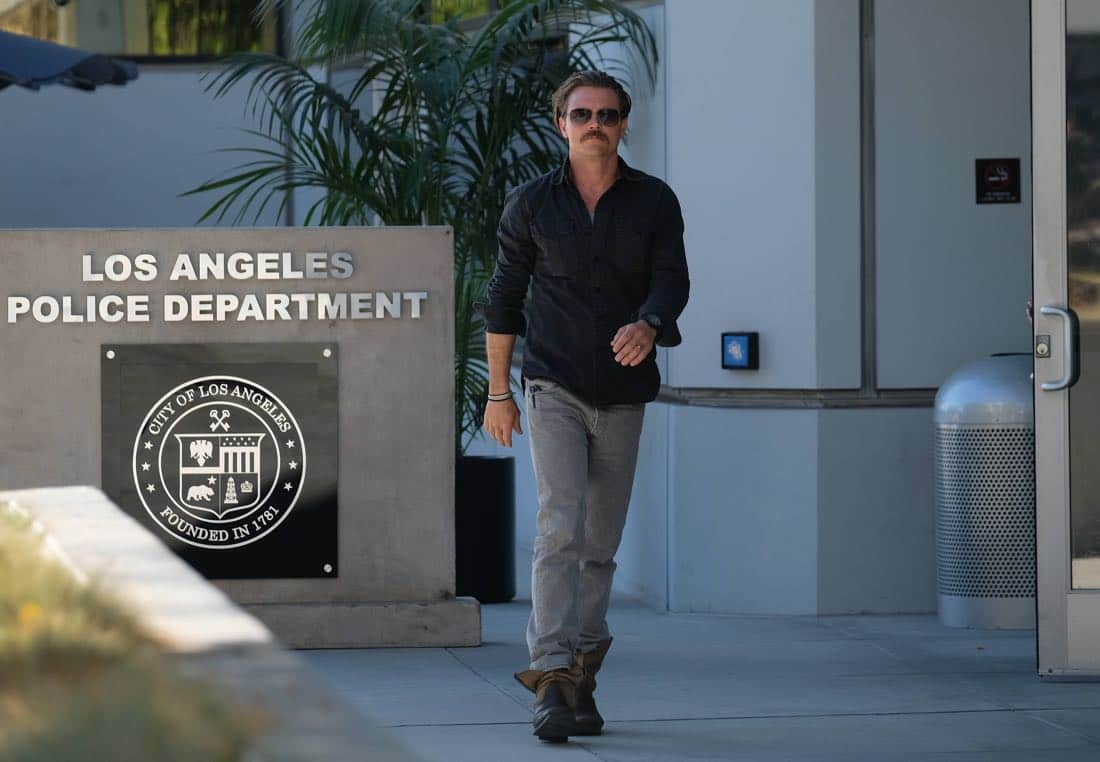 """LETHAL WEAPON: Clayne Crawford in the """"El Gringo Loco"""" season two premiere episode of LETHAL WEAPON airing Tuesday, Sept. 26 (8:00-9:00 PM ET/PT) on FOX. ©2017 Fox Broadcasting Co. CR: Darren Michaels/FOX"""