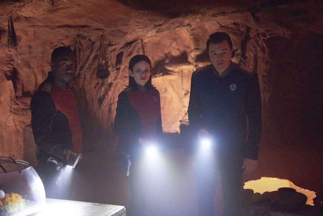 """THE ORVILLE: L-R: J Lee, Halston Sage and Seth MacFarlane in the """"About a Girl"""" episode of THE ORVILLE airing Thursday, Sept. 21 (9:00-10:00 PM ET/PT) on FOX. ©2017 Fox Broadcasting Co. Cr: Jordin Althaus/FOX"""