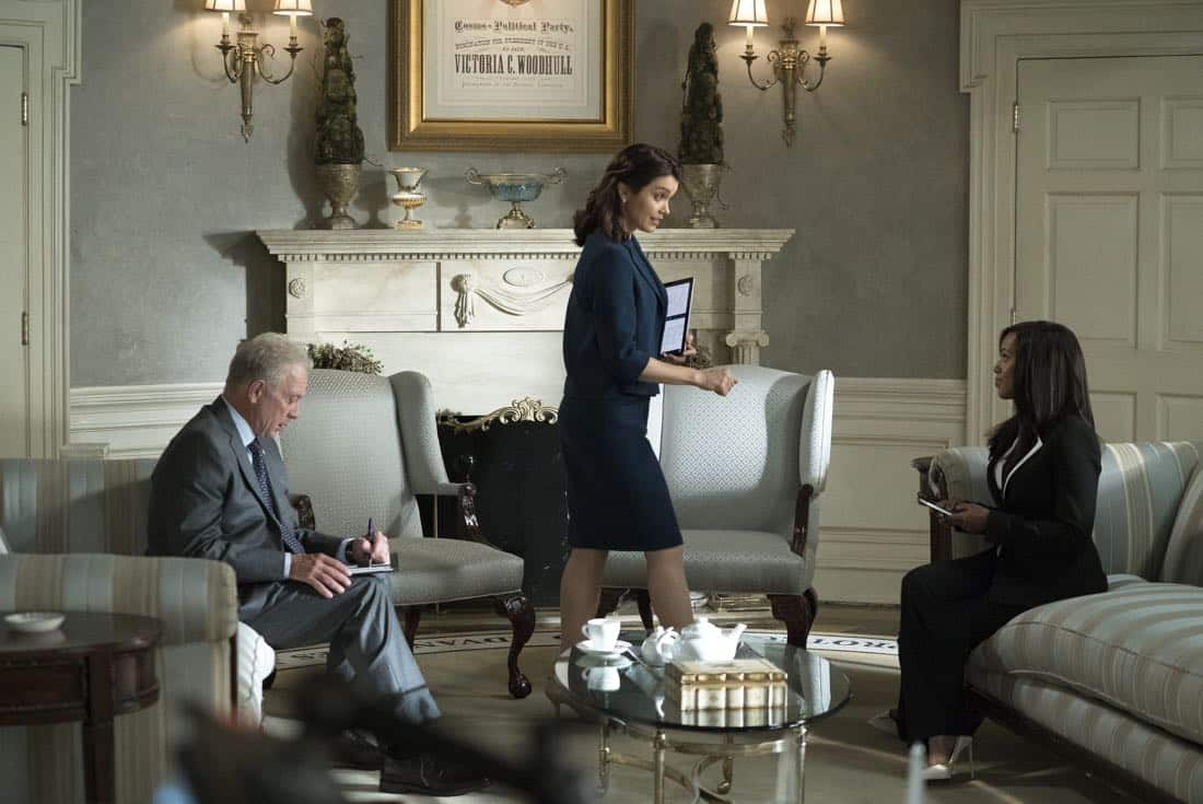 """SCANDAL - """"Watch Me"""" - One hundred days into Mellie's presidency, Olivia Pope is proving she can run the world; but to avoid an international incident, she may have to make her toughest call yet. Meanwhile, Quinn Perkins & Associates struggle to find their first client, on the highly-anticipated season premiere of """"Scandal,"""" airing THURSDAY, OCTOBER 5 (9:00-10:00 p.m. EDT), on The ABC Television Network. (ABC/Richard Cartwright) JEFF PERRY, BELLAMY YOUNG, KERRY WASHINGTON"""