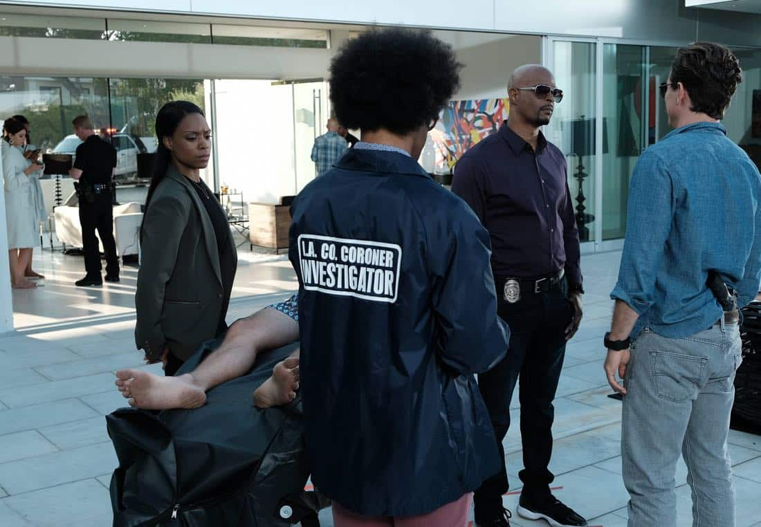 """LETHAL WEAPON: Pictured L-R: Michelle Mitchenor, Johnathan Fernandez, Damon Wayans and Clayne Crawford in the """"Dancing in September"""" episode of LETHAL WEAPON airing Tuesday, Oct. 3 (8:00-9:00 PM ET/PT) on FOX. ©2017 Fox Broadcasting Co. CR: Ray Mickshaw/FOX"""