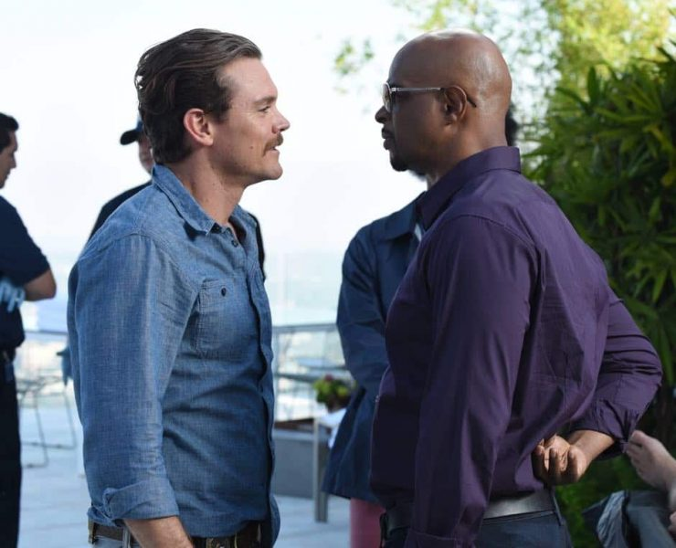 """LETHAL WEAPON: Pictured L-R: Clayne Crawford and Damon Wayans in the """"Dancing in September"""" episode of LETHAL WEAPON airing Tuesday, Oct. 3 (8:00-9:00 PM ET/PT) on FOX. ©2017 Fox Broadcasting Co. CR: Ray Mickshaw/FOX"""