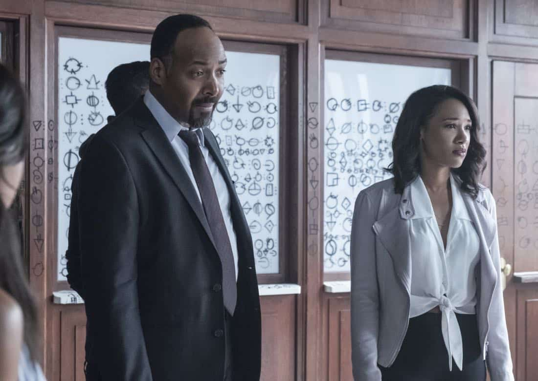 """The Flash -- """"The Flash Reborn"""" -- Image Number: FLA401a_0141b.jpg -- Pictured (L-R) Jesse L. Martin as Detective Joe West and Candice Patton as Iris West -- Photo: Katie Yu/The CW -- © 2017 The CW Network, LLC. All rights reserved."""