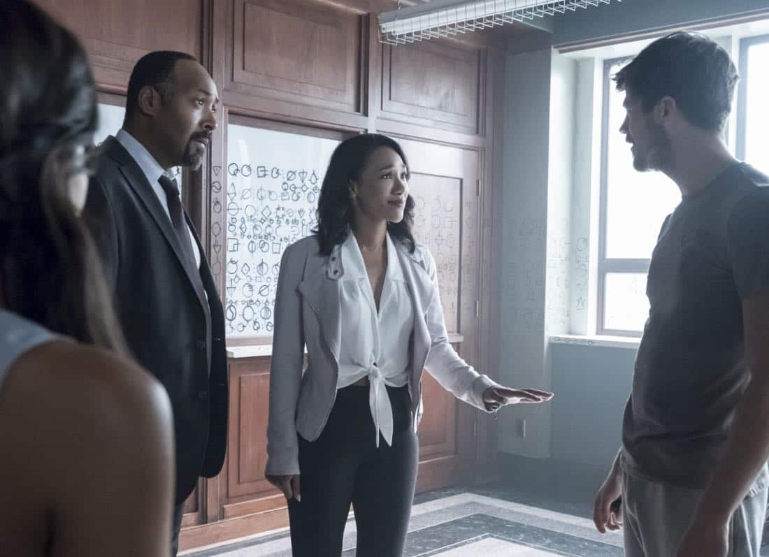 """The Flash -- """"The Flash Reborn"""" -- Image Number: FLA401a_0151b.jpg -- Pictured (L-R) Jesse L. Martin as Detective Joe West, Candice Patton as Iris West and Grant Gustin as Barry Allen -- Photo: Katie Yu/The CW -- © 2017 The CW Network, LLC. All rights reserved."""