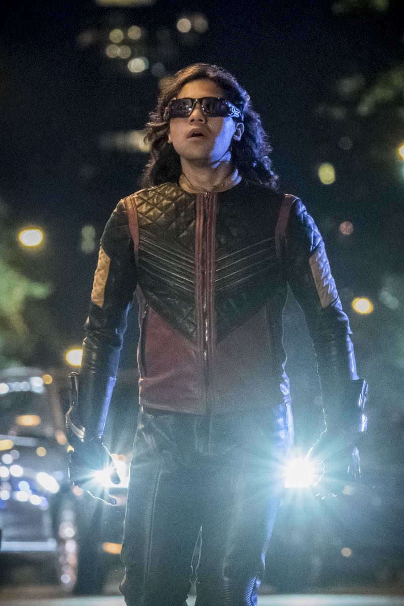 """The Flash -- """"The Flash Reborn"""" -- Image Number: FLA401a_0244b.jpg -- Pictured: Carlos Valdes as Vibe -- Photo: Katie Yu/The CW -- © 2017 The CW Network, LLC. All rights reserved."""