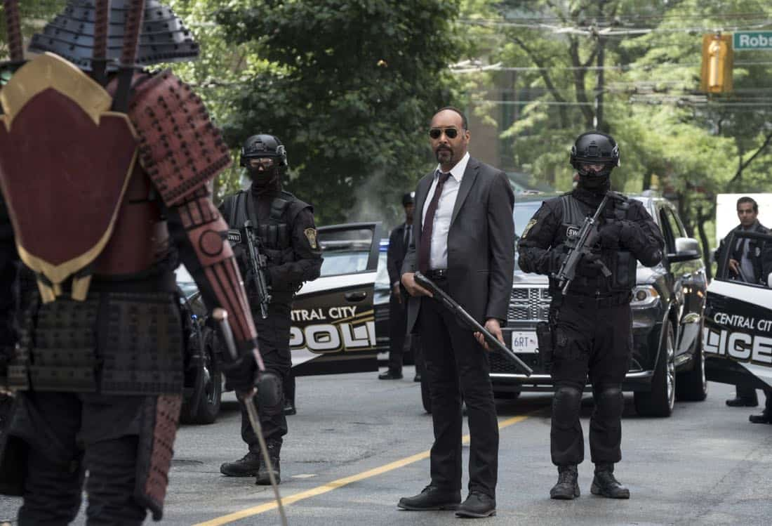 """The Flash -- """"The Flash Reborn"""" -- Image Number: FLA401b_0026b.jpg -- Pictured: Jesse L. Martin as Detective Joe West -- Photo: Katie Yu/The CW -- © 2017 The CW Network, LLC. All rights reserved."""