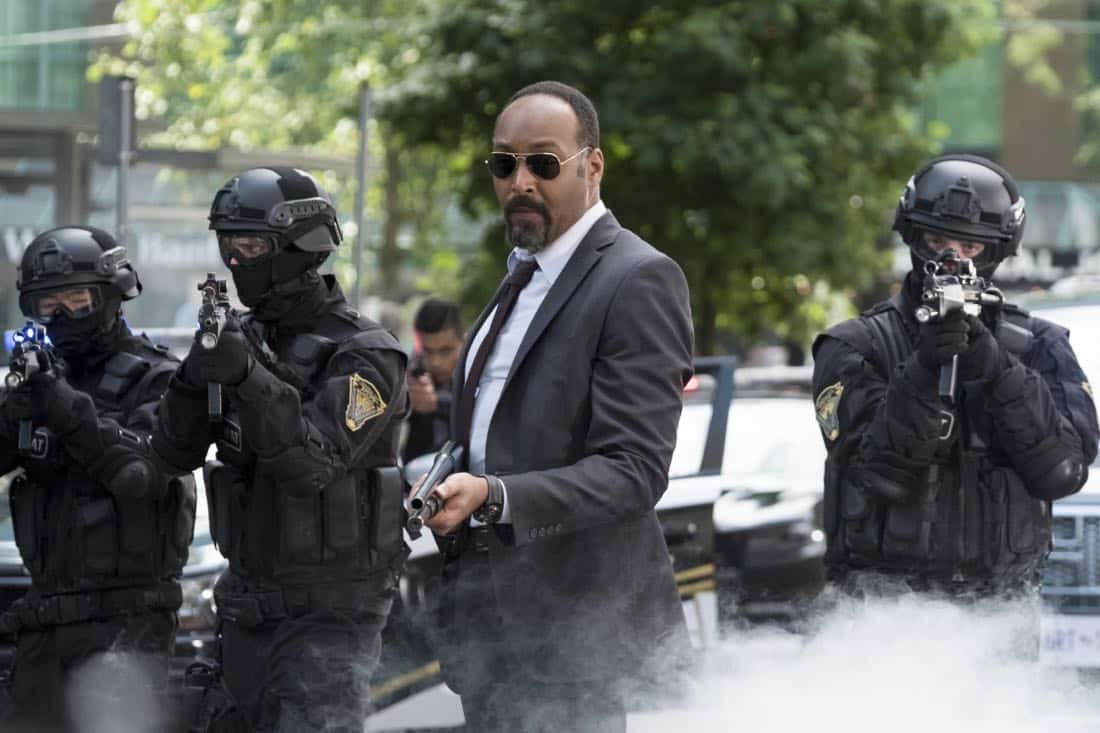 """The Flash -- """"The Flash Reborn"""" -- Image Number: FLA401b_0056b.jpg -- Pictured: Jesse L. Martin as Detective Joe West -- Photo: Katie Yu/The CW -- © 2017 The CW Network, LLC. All rights reserved."""