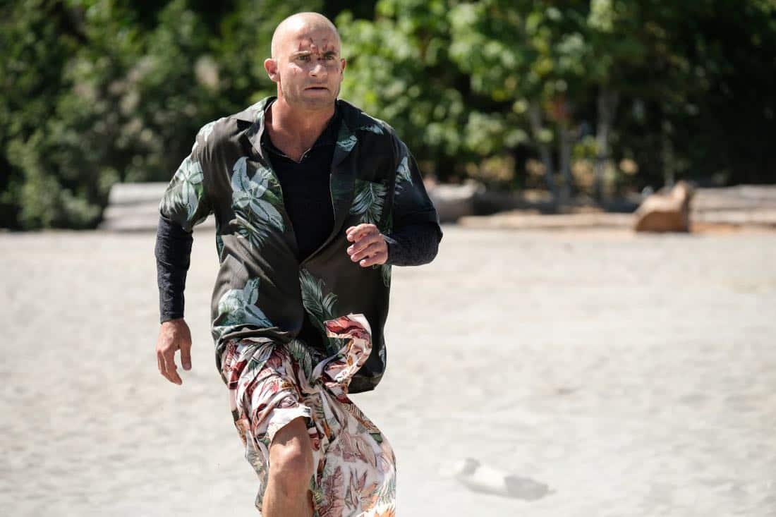 """DC's Legends of Tomorrow -- """"Aruba-Con"""" -- Image Number: LGN301a_0118.jpg -- Pictured: Dominic Purcell as Mick Rory/Heat Wave -- Photo: Robert Falconer/The CW -- © 2017 The CW Network, LLC. All Rights Reserved."""