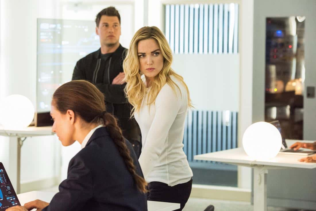 """DC's Legends of Tomorrow -- """"Aruba-Con"""" -- Image Number: LGN301b_0243.jpg -- Pictured (L-R): Nick Zano as Nate Heywood/Steel and Caity Lotz as Sara Lance/White Canary -- Photo: Dean Buscher/The CW -- © 2017 The CW Network, LLC. All Rights Reserved."""
