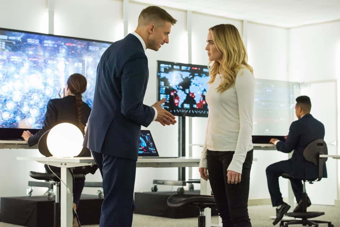 """DC's Legends of Tomorrow -- """"Aruba-Con"""" -- Image Number: LGN301b_077.jpg -- Pictured (L-R): Arthur Darvill as Rip Hunter and Caity Lotz as Sara Lance/White -- Photo: Dean Buscher/The CW -- © 2017 The CW Network, LLC. All Rights Reserved."""