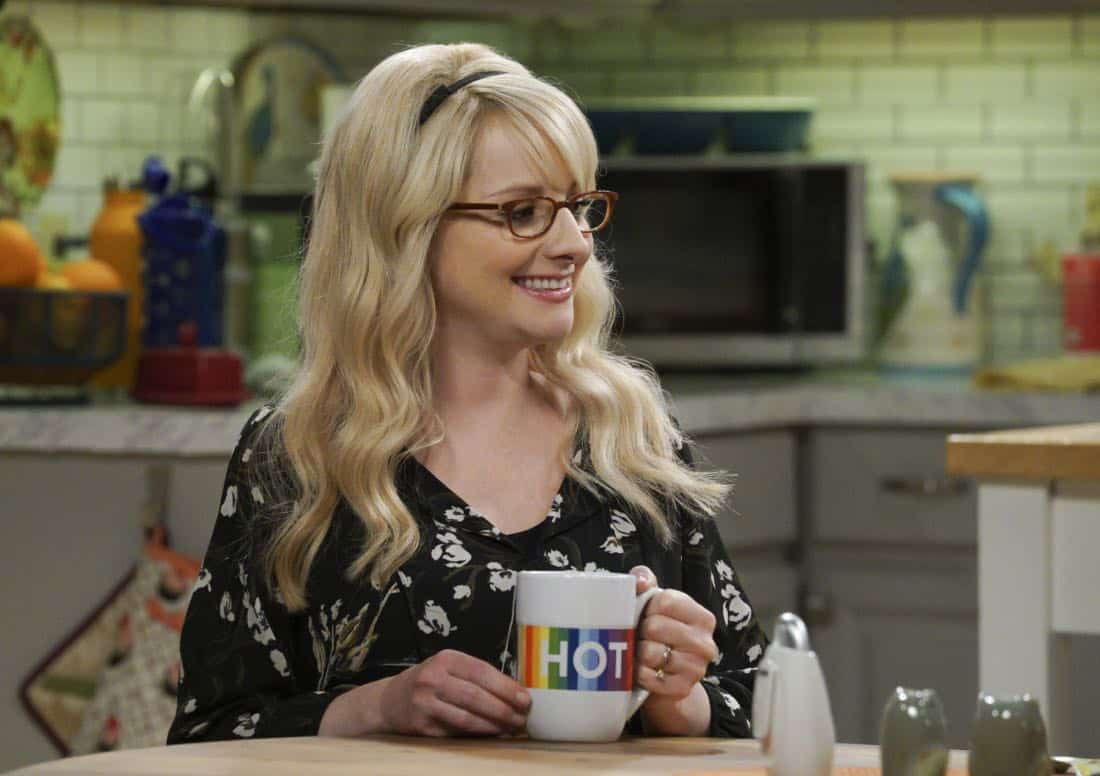 """""""The Retraction Reaction"""" - Pictured: Bernadette (Melissa Rauch). Leonard angers the university -- and the entire physics community -- after he gives an embarrassing interview. Also, Amy and Bernadette bond over having to hide their success from Sheldon and Howard, Monday, Oct. 2 (8:00-8:30 PM, ET/PT) on the CBS Television Network. Ira Flatow returns to guest star as himself, and Regina King returns as Mrs. Davis. Photo: Richard Cartwright/CBS ©2017 CBS Broadcasting, Inc. All Rights Reserved"""