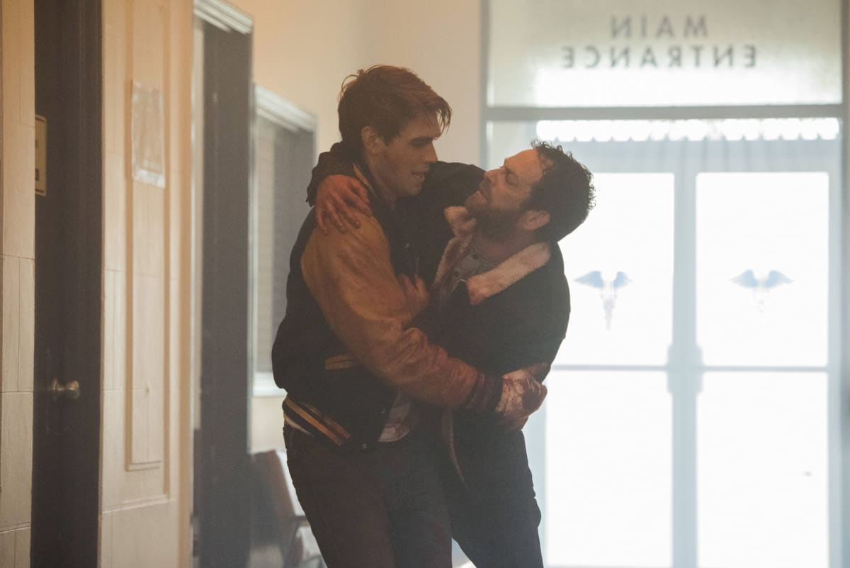 """Riverdale -- """"A Kiss Before Dying"""" Pictured (L-R): KJ Apa as Archie Andrews and Luke Perry as Fred Andrews"""