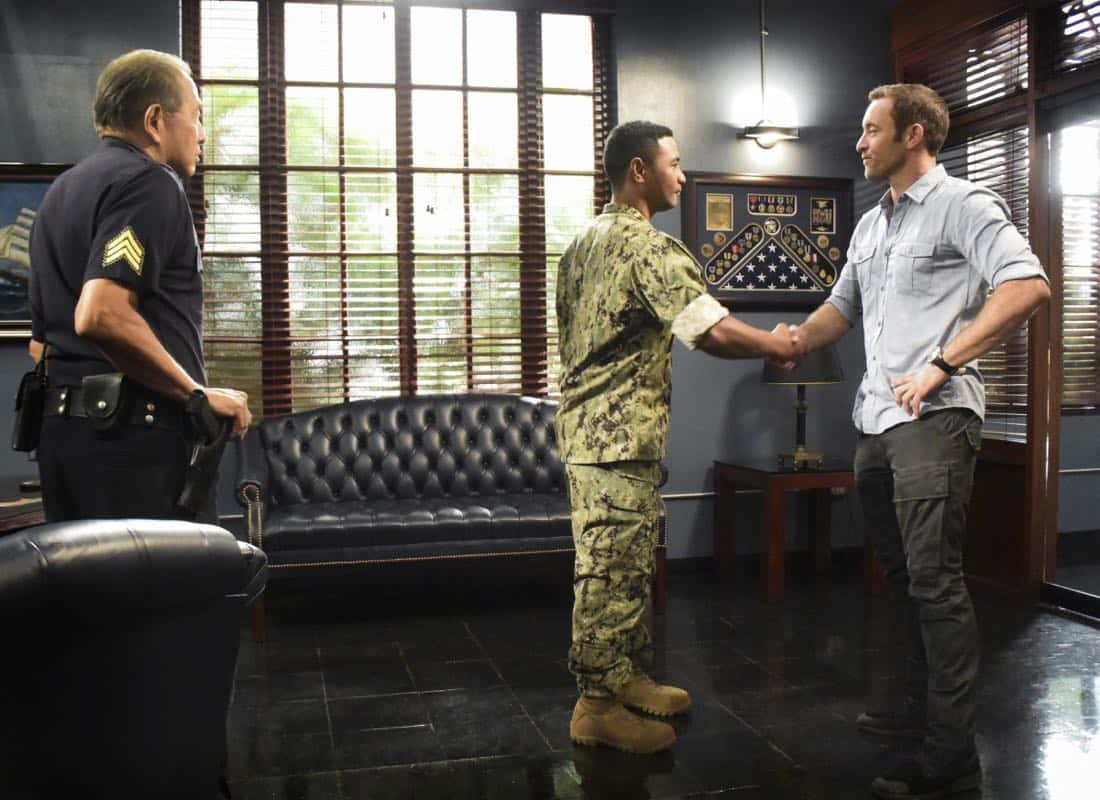 Na La 'Ilio (Dog Days) Hawaii Five 0 Dennis Chun as Sgt. Duke Lukela, Alex O'Loughlin as Steve McGarrett and Beulah Koale as Junior Reigns