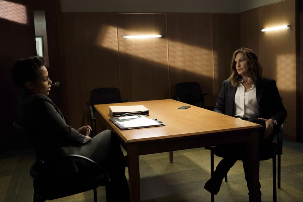 "LAW & ORDER: SPECIAL VICTIMS UNIT -- ""Mood"" Episode 1902 -- Pictured: (l-r) Amirah Vann as Marcia Morrisroe, Mariska Hargitay as Lieutenant Olivia Benson -- (Photo by: Christopher Saunders/NBC)"