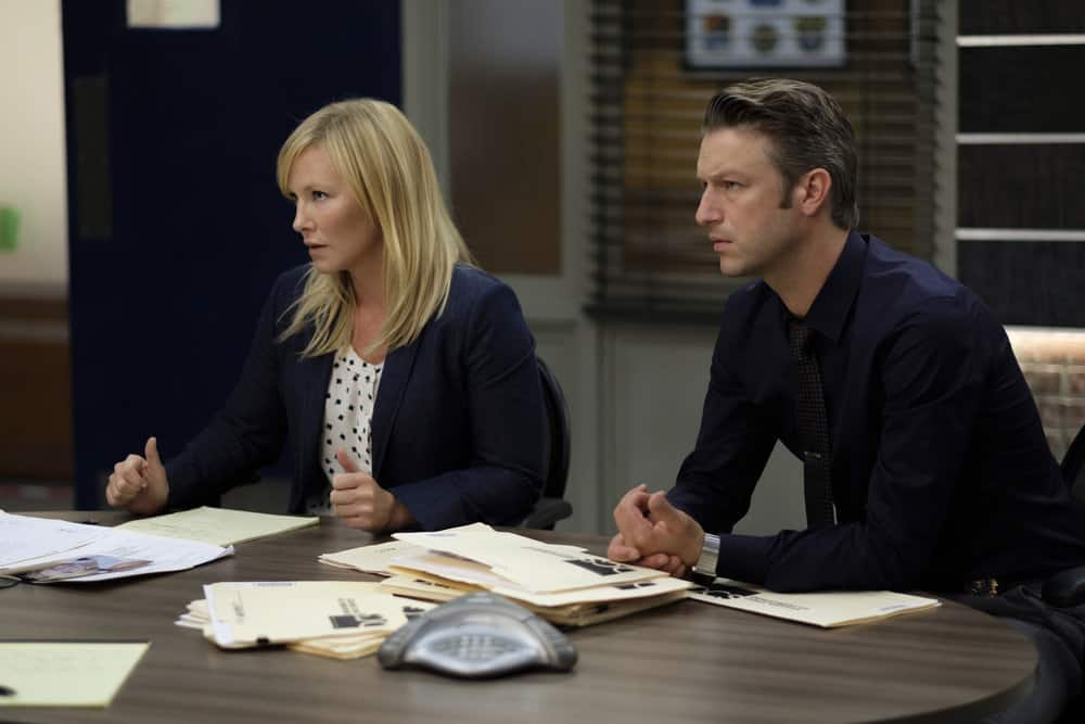 "LAW & ORDER: SPECIAL VICTIMS UNIT -- ""Mood"" Episode 1902 -- Pictured: (l-r) Kelli Giddish as Detective Amanda Rollins, Peter Scanavino as Dominick ?Sonny? Carisi -- (Photo by: Christopher Saunders/NBC)"