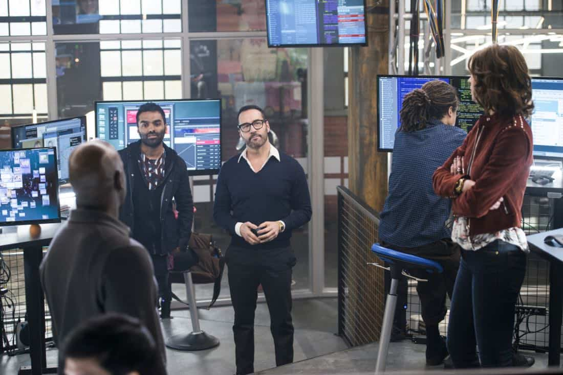 """Pilot"" - Jake Matthews as Tariq Bakari and Jeremy Piven as Jeffrey Tanner, on the new CBS drama series WISDOM OF THE CROWD, premiering on CBS, Sunday, October 1 (8:30-9:30 PM, ET/PT). Photo: Diyah Pera/CBS ©2017 CBS Broadcasting, Inc. All Rights Reserved."