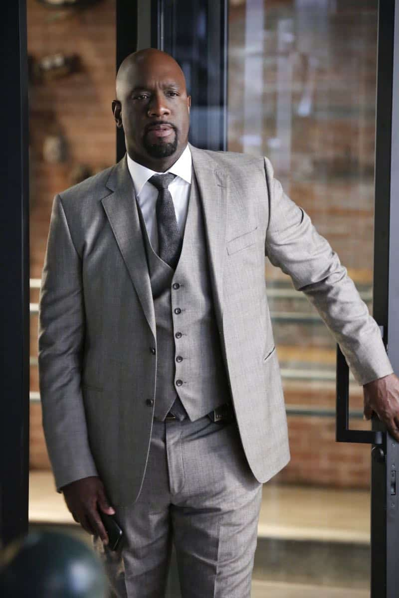 """In The Wild"" -- Pictured: Richard T. Jones as Detective Tommy Cavanaugh. A user of Sophe, the cutting-edge crowdsourcing platform, uploads new footage of Jeffrey Tanner's daughter, Mia, being strong-armed by an unknown man five months prior to her murder. Also, Tanner enlists Sophe to help with Cavanaugh's case of a missing teenager, on WISDOM OF THE CROWD, Sunday, Oct. 8 (8:00-9:00 PM, ET/PT), on the CBS Television Network. Photo: Robert Voets/CBS ©2017 CBS Broadcasting, Inc. All Rights Reserved."