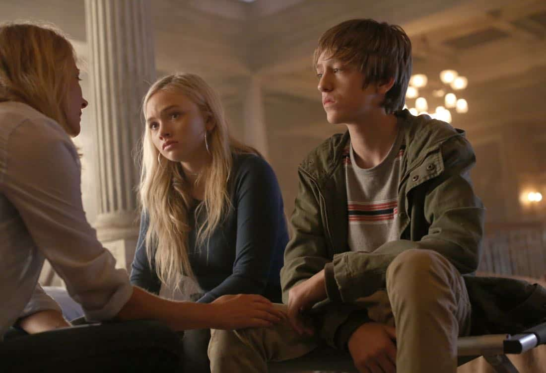"THE GIFTED:  L-R:  Amy Acker, Natalie Alyn Lind and Percy Hynes White in the ""A New World"" episode of THE GIFTED airing Monday, Oct. 9 (9:00-10:00 PM ET/PT) on FOX.  ©2017 Fox Broadcasting Co.  Cr:  Eliza Morse/FOX"