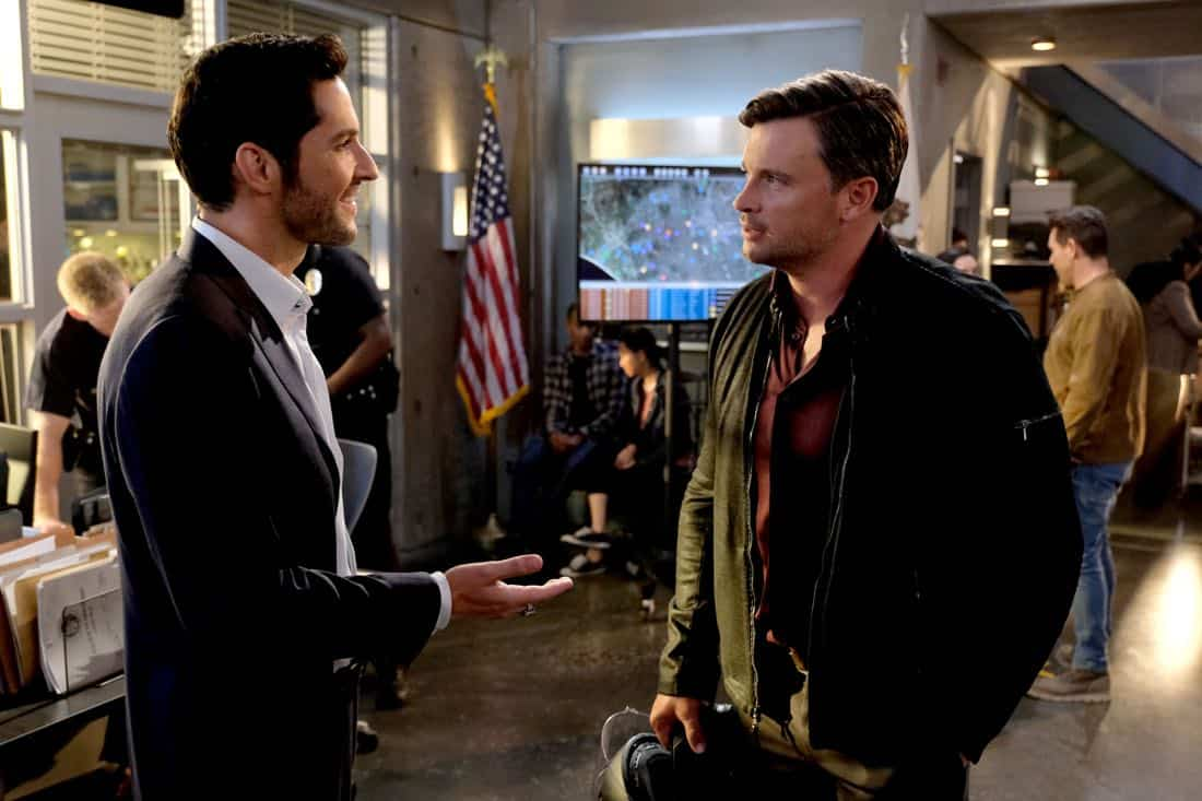 """LUCIFER: L-R: Tom Ellis and Tom Welling in the """"They???re Back, Aren???t They?"""" Season Three premiere episode of LUCIFER airing Monday, Oct. 2 (8:00-9:00 PM ET/PT) on FOX. ©2017 Fox Broadcasting Co. Cr: FOX."""