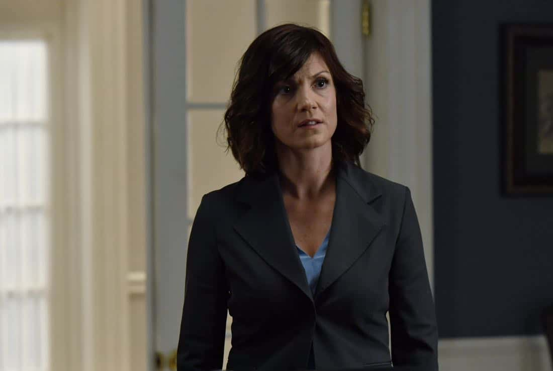 "DESIGNATED SURVIVOR - ""Outbreak"" - President Kirkman is faced with a viral pandemic that threatens to kill countless Americans while FBI Agent Hannah Wells and M16 Agent Damian Rennett discover evidence that could change the lives of members of the first family forever, on ""Designated Survivor,"" airing WEDNESDAY, OCTOBER 11 (10:00-11:00 p.m. EDT). (ABC/Ian Watson) ZOE MCLELLAN"