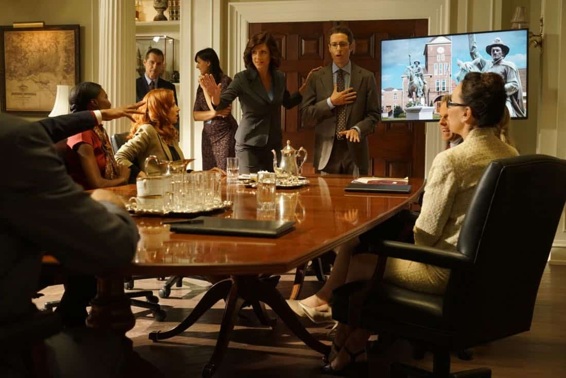 "DESIGNATED SURVIVOR - ""Outbreak"" - President Kirkman is faced with a viral pandemic that threatens to kill countless Americans while FBI Agent Hannah Wells and M16 Agent Damian Rennett discover evidence that could change the lives of members of the first family forever, on ""Designated Survivor,"" airing WEDNESDAY, OCTOBER 11 (10:00-11:00 p.m. EDT). (ABC/Ian Watson) KIMBERLY-SUE MURRAY, ZOE MCLELLAN, PAULO COSTANZO"