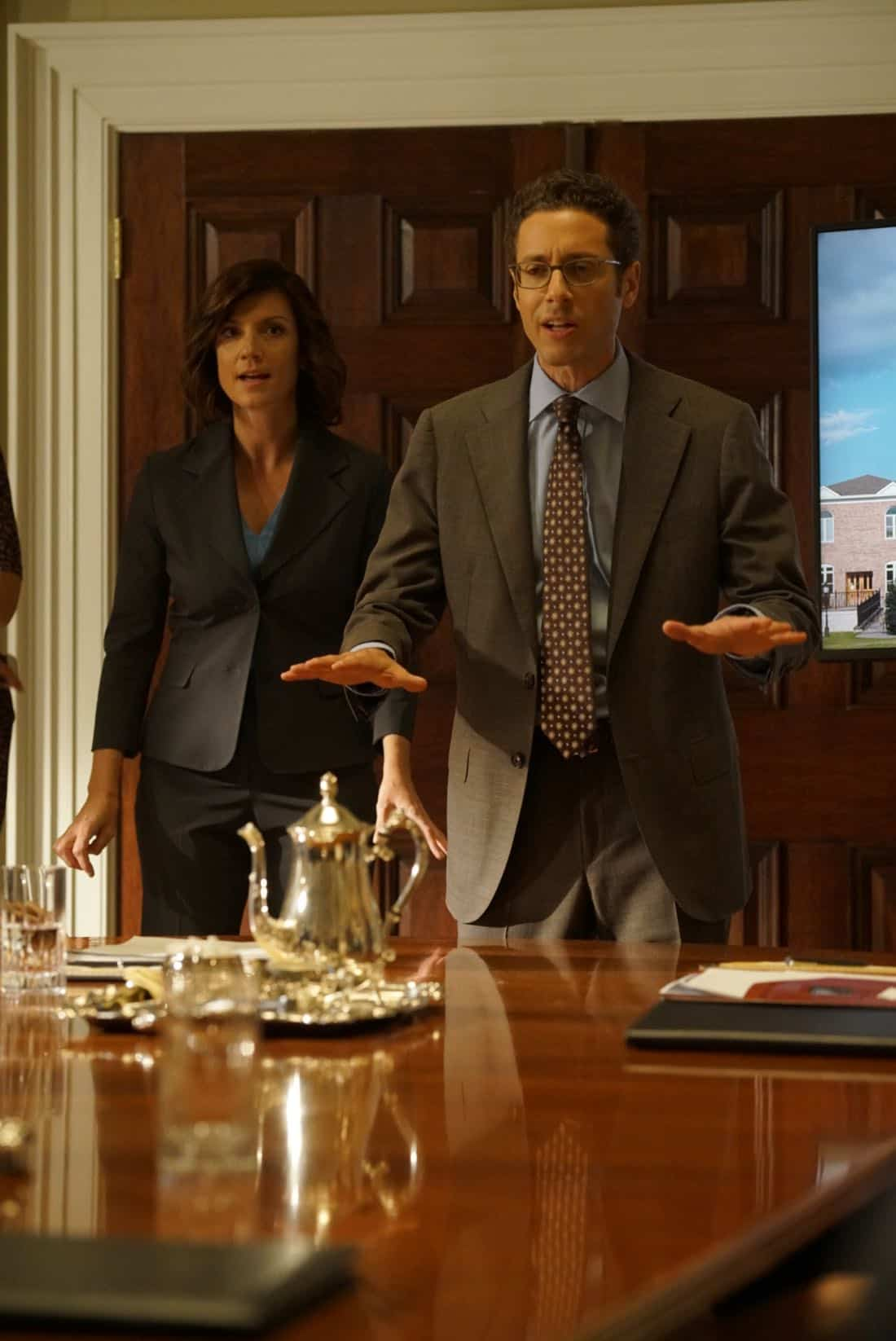 "DESIGNATED SURVIVOR - ""Outbreak"" - President Kirkman is faced with a viral pandemic that threatens to kill countless Americans while FBI Agent Hannah Wells and M16 Agent Damian Rennett discover evidence that could change the lives of members of the first family forever, on ""Designated Survivor,"" airing WEDNESDAY, OCTOBER 11 (10:00-11:00 p.m. EDT). (ABC/Ian Watson) ZOE MCLELLAN, PAULO COSTANZO"