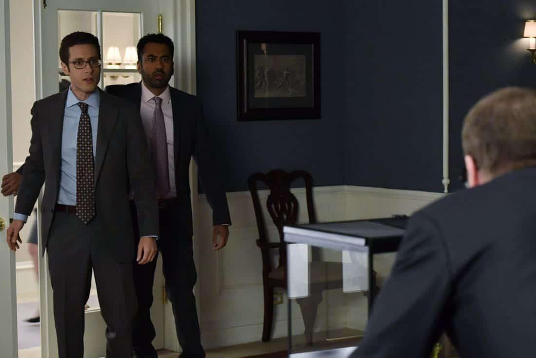 "DESIGNATED SURVIVOR- ""Outbreak"" – President Kirkman is faced with a viral pandemic that threatens to kill countless Americans while FBI Agent Hannah Wells and M16 Agent Damian Rennett discover evidence that could change the lives of members of the first family forever, on ""Designated Survivor,"" airing WEDNESDAY, OCTOBER 11 (10:00-11:00 p.m. EDT). (ABC/Ben Mark Holzberg) PAULO COSTANZO, KAL PENN"