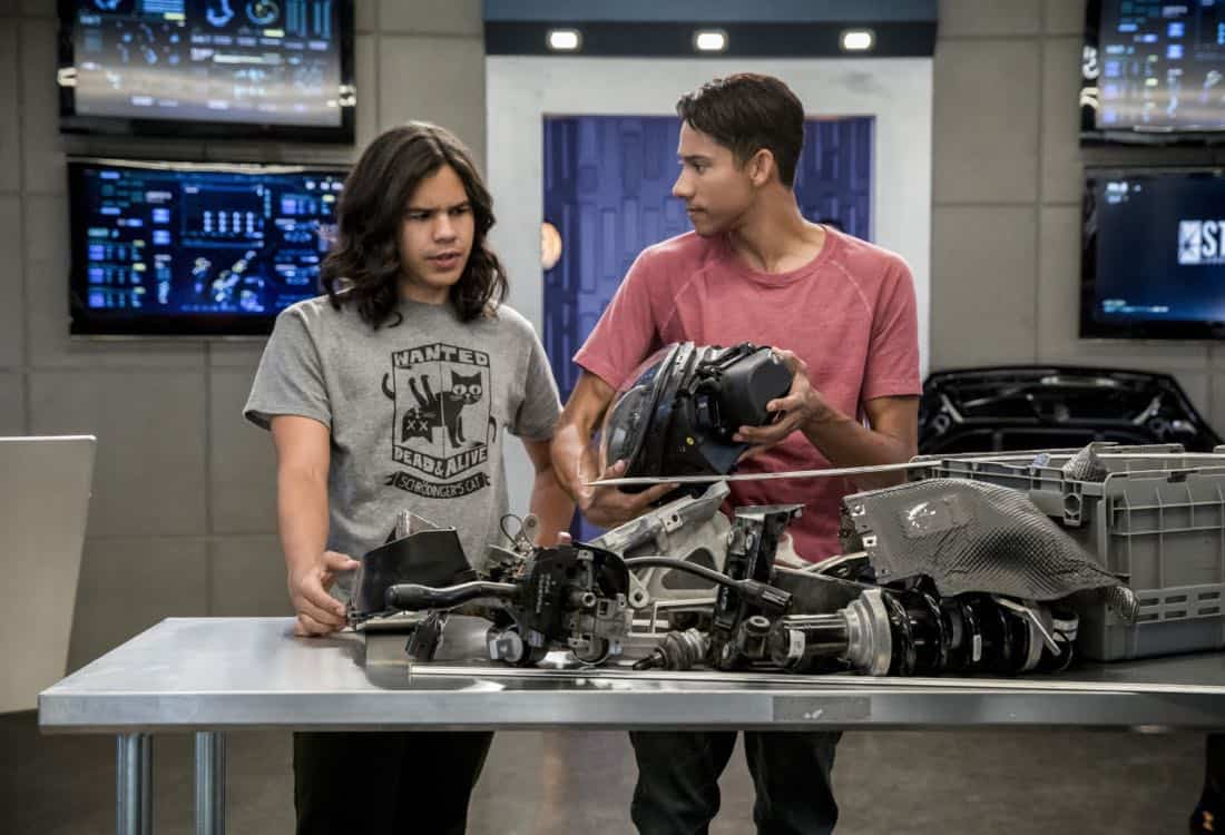 "The Flash -- ""Mixed Signals"" -- Image Number: FLA402a_0548b.jpg -- Pictured (L-R): Carlos Valdes as Cisco Ramon and Keiynan Lonsdale as Wally West -- Photo: Jack Rowand/The CW -- © 2017 The CW Network, LLC. All rights reserved."