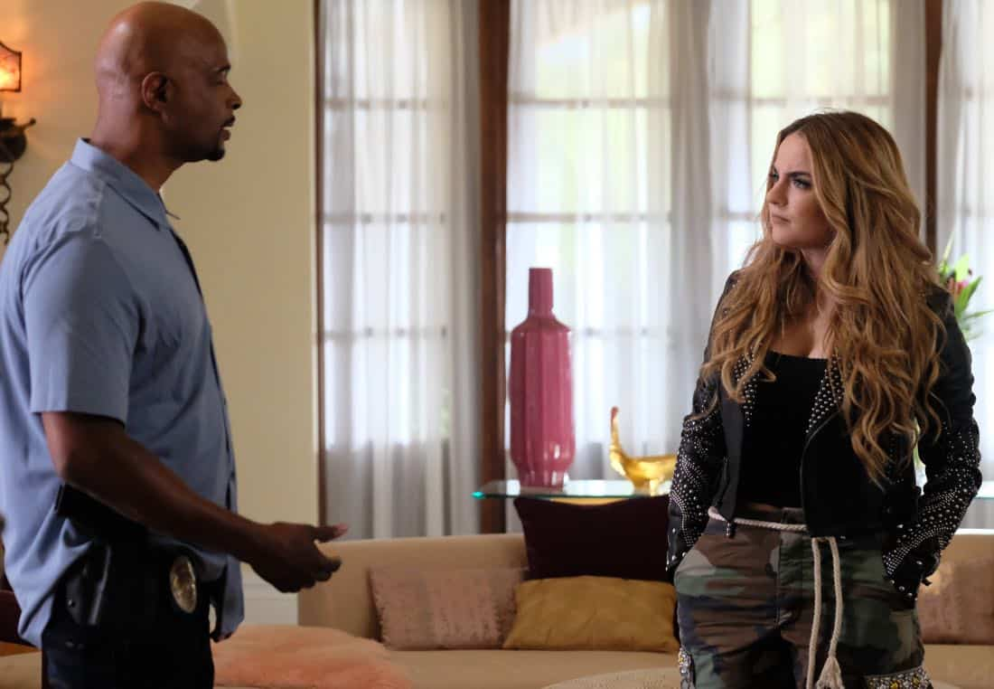 "LETHAL WEAPON: Pictured L-R: Damon Wayans and guest star JoJo in the ""Born To Run"" episode of LETHAL WEAPON airing Tuesday, Oct. 10 (8:00-9:00 PM ET/PT) on FOX. ©2017 Fox Broadcasting Co. CR: Darren Michaels/FOX"