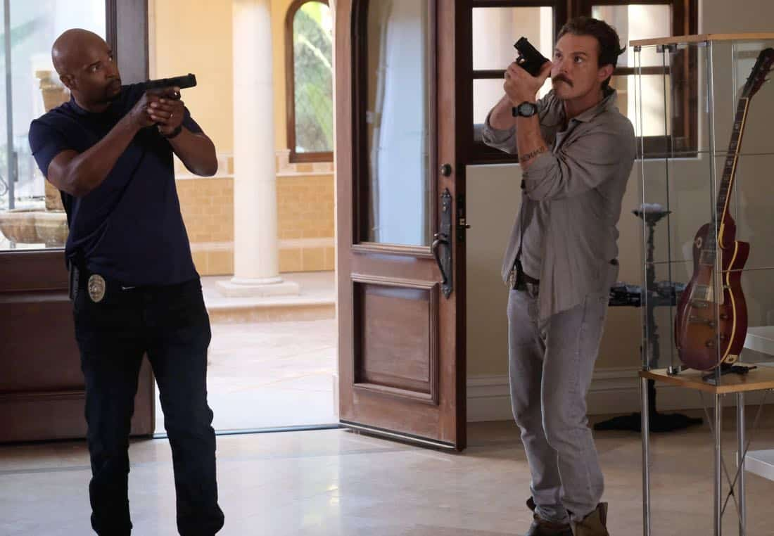 "LETHAL WEAPON: Pictured L-R: Damon Wayans and Clayne Crawford in the ""Born To Run"" episode of LETHAL WEAPON airing Tuesday, Oct. 10 (8:00-9:00 PM ET/PT) on FOX. ©2017 Fox Broadcasting Co. CR: Darren Michaels/FOX"