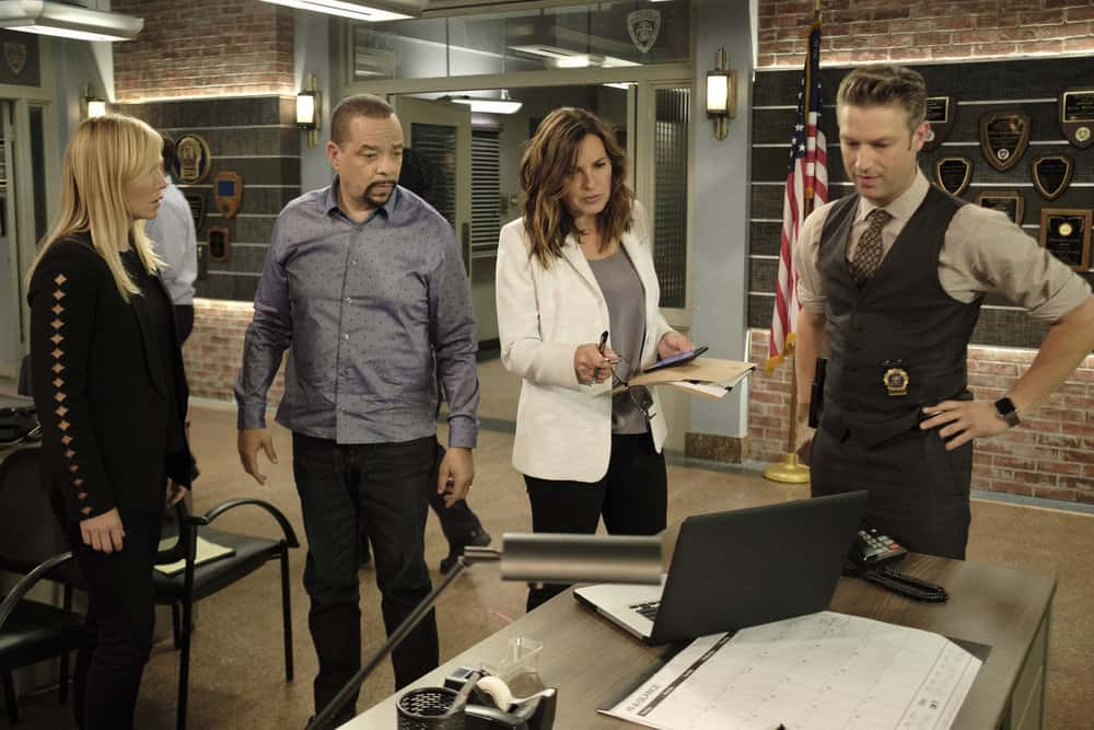 """LAW & ORDER: SPECIAL VICTIMS UNIT -- """"Contrapasso"""" Episode 1903 -- Pictured: (l-r) Kelli Giddish as Detective Amanda Rollins, Ice T as Detective Odafin """"Fin"""" Tutuola, Mariska Hargitay as Lieutenant Olivia Benson, Peter Scanavino as Dominick """"Sonny"""" Carisi -- (Photo by Christopher Saunders/NBC)"""