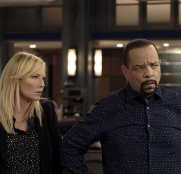 """LAW & ORDER: SPECIAL VICTIMS UNIT -- """"Contrapasso"""" Episode 1903 -- Pictured: (l-r) Kelli Giddish as Detective Amanda Rollins, Ice T as Detective Odafin """"Fin"""" Tutuola -- (Photo by Christopher Saunders/NBC)"""