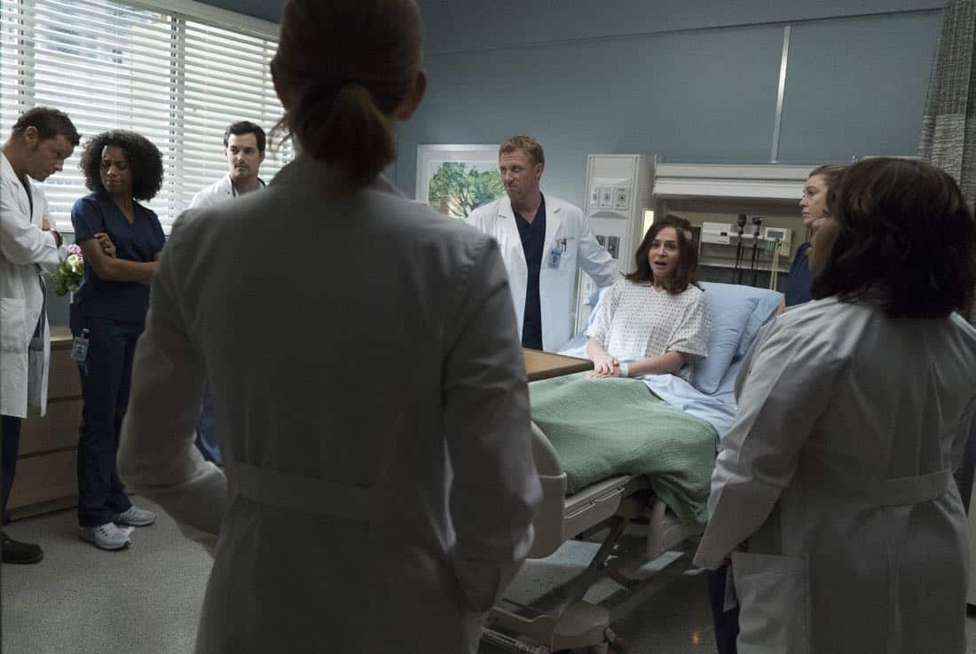 """GREY'S ANATOMY - """"Ain't That a Kick in the Head"""" - Amelia confronts a difficult situation, while Meredith deals with the fallout from her conversation with Nathan. Maggie finds herself at an awkward family dinner, Jackson receives big news, and Richard and Bailey search for the stars of tomorrow, on """"Grey's Anatomy,"""" THURSDAY, OCTOBER 12 (8:00-9:00 p.m. EDT), on The ABC Television Network. (ABC/Richard Cartwright) JUSTIN CHAMBERS, KELLY MCCREARY, GIACOMO GIANNIOTTI, KEVIN MCKIDD, CATERINA SCORSONE, ELLEN POMPEO, CHANDRA WILSON"""