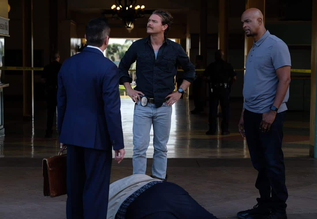 """LETHAL WEAPON: Pictured L-R:  Guest star Thomas Lennon, Clayne Crawford and Damon Wayans in the """"Let it Ride"""" episode of LETHAL WEAPON airing Tuesday, Oct. 31 (8:00-9:00 PM ET/PT) on FOX. ©2017 Fox Broadcasting Co. CR: Darren Michaels/FOX"""