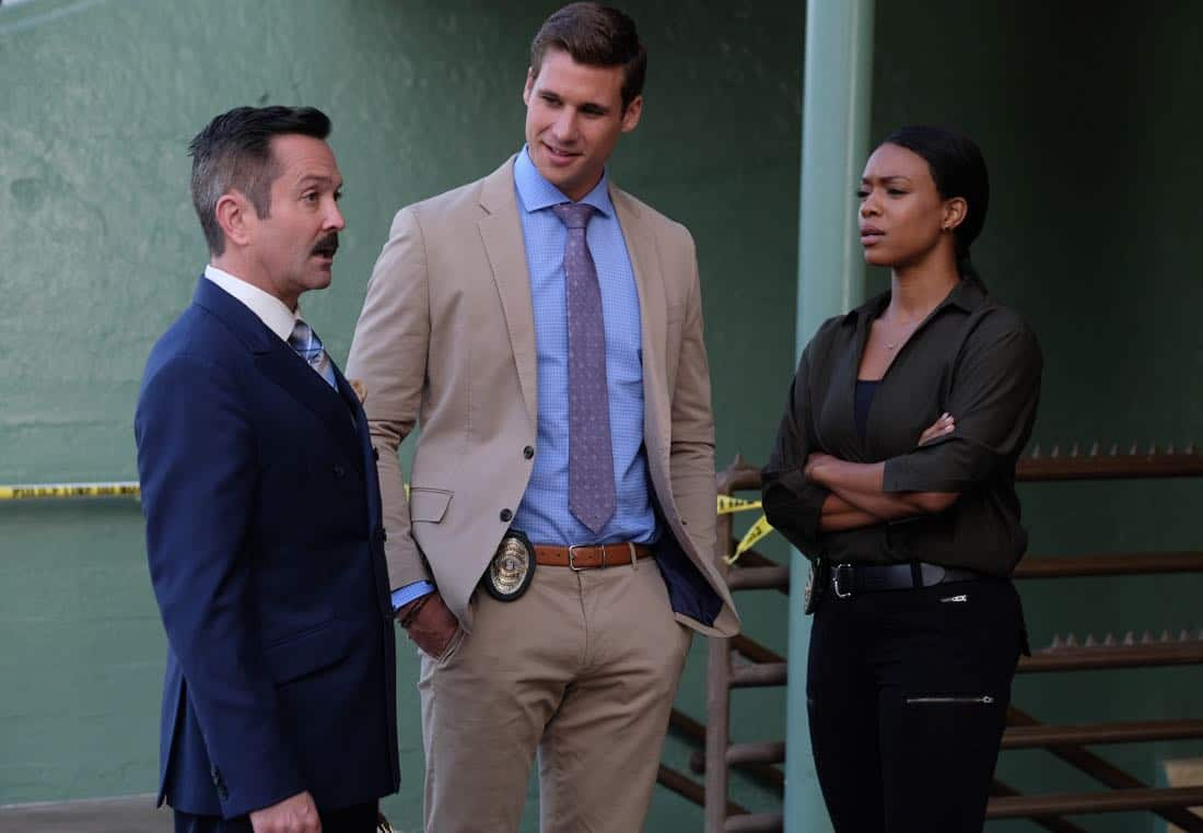 """LETHAL WEAPON: Pictured L-R:  Guest stars Thomas Lennon, Andrew Creer and Michelle Mitchenor in the """"Let it Ride"""" episode of LETHAL WEAPON airing Tuesday, Oct. 31 (8:00-9:00 PM ET/PT) on FOX. ©2017 Fox Broadcasting Co. CR: Darren Michaels/FOX"""