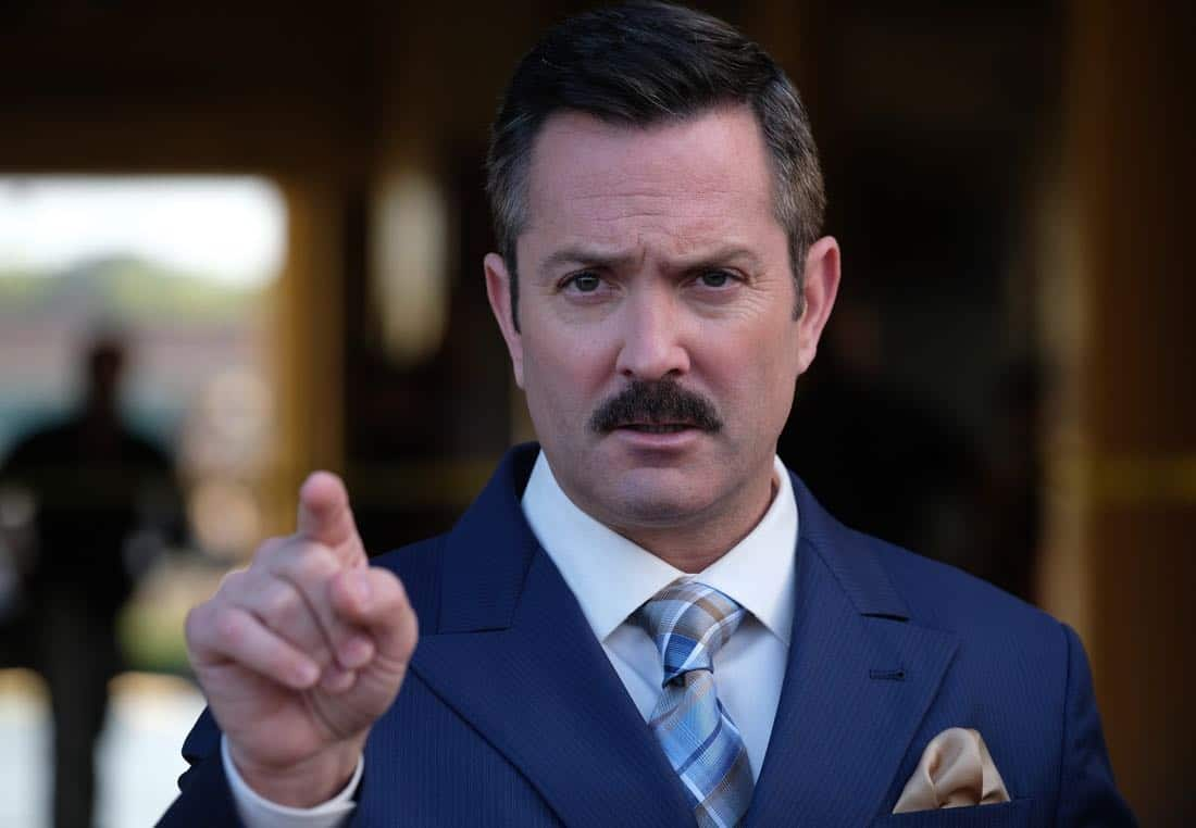 """LETHAL WEAPON: Guest star Thomas Lennon in the """"Let it Ride"""" episode of LETHAL WEAPON airing Tuesday, Oct. 31 (8:00-9:00 PM ET/PT) on FOX. ©2017 Fox Broadcasting Co. CR: Darren Michaels/FOX"""