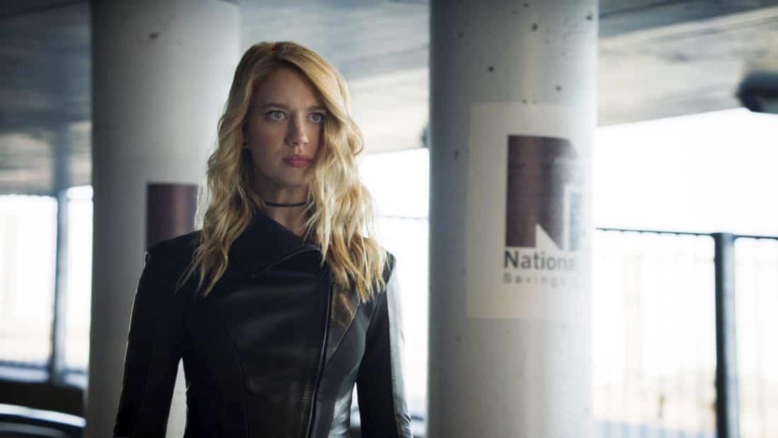 """Supergirl -- """"Triggers"""" -- SPG302_SG_0106238.jpg -- Pictured: Yael Grobglas as Psi -- Photo: The CW -- © 2017 The CW Network, LLC. All Rights Reserved"""